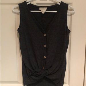 Fantastic Fawn button down tie front tank in gray